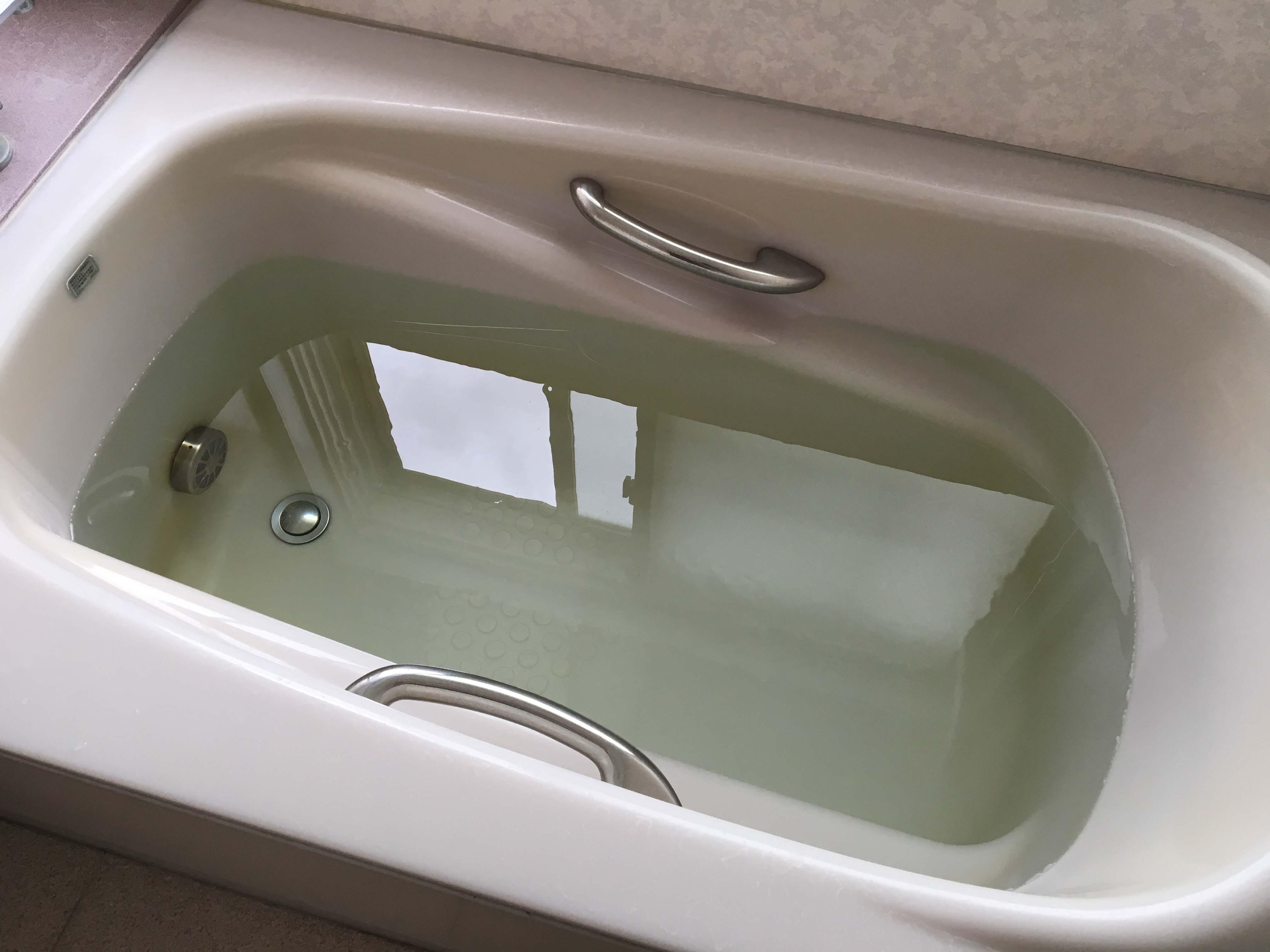 お風呂が2階で井戸水。1年後の定期洗浄でも黒い汚れ。